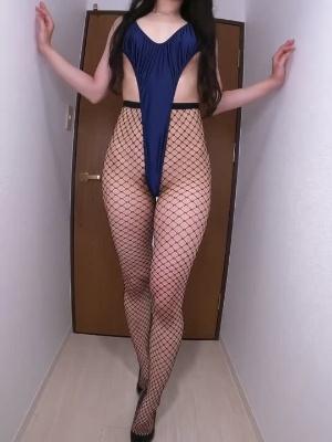 The original video is 2min 55sec / mesh tights /ass / walking / legs