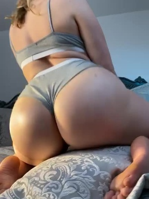 Let me bounce my thicc ass on your cock like this? ?